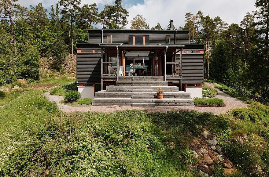 The home's gracious exterior.