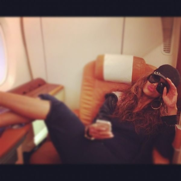"Tyra Banks went ""incognito"" aboard a big jet plane."