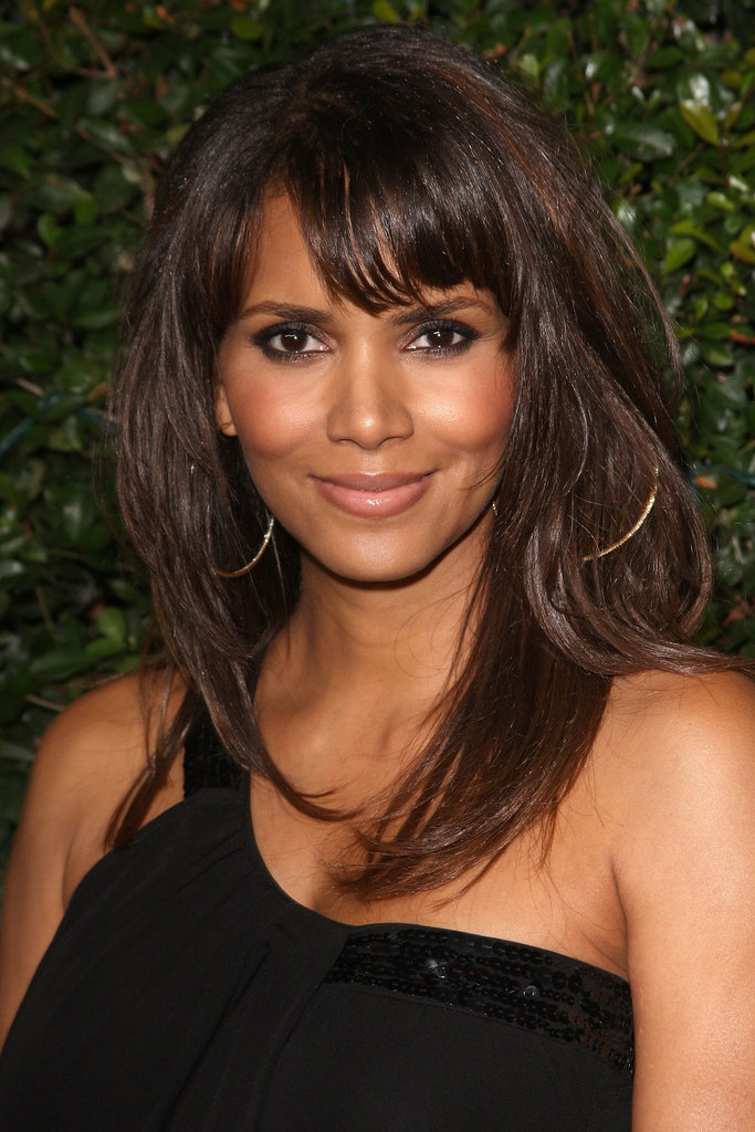 At the 2007 Things We Lost in the Fire premiere, Halle sported straight strands with side-swept bangs. Her normally neutral eye makeup was pumped up with a smoky tint.