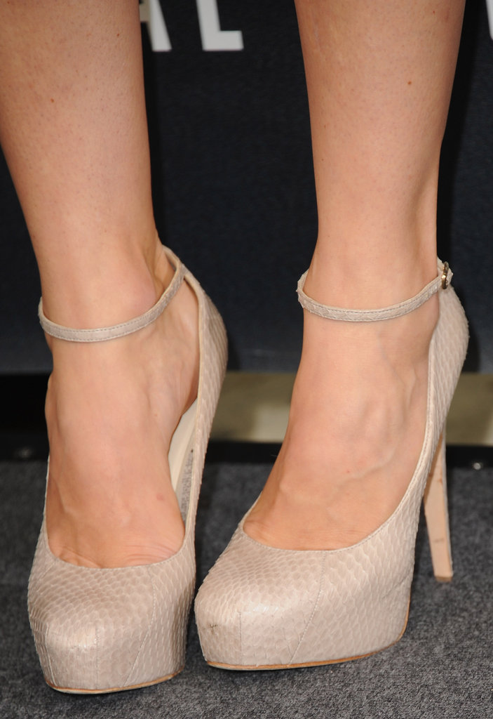 Jessica's fierce snakeskin ankle-strap pumps put an exotic twist on her flirty Oscar de la Renta dress.