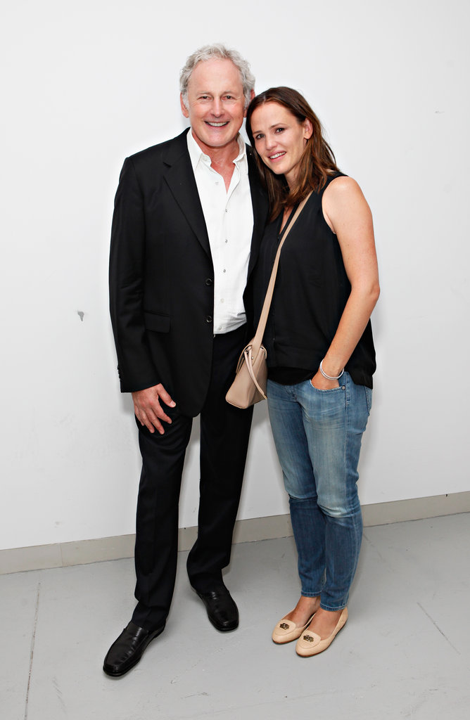 Jennifer Garner wore a black shirt and jeans to Victor Garber's solo show.