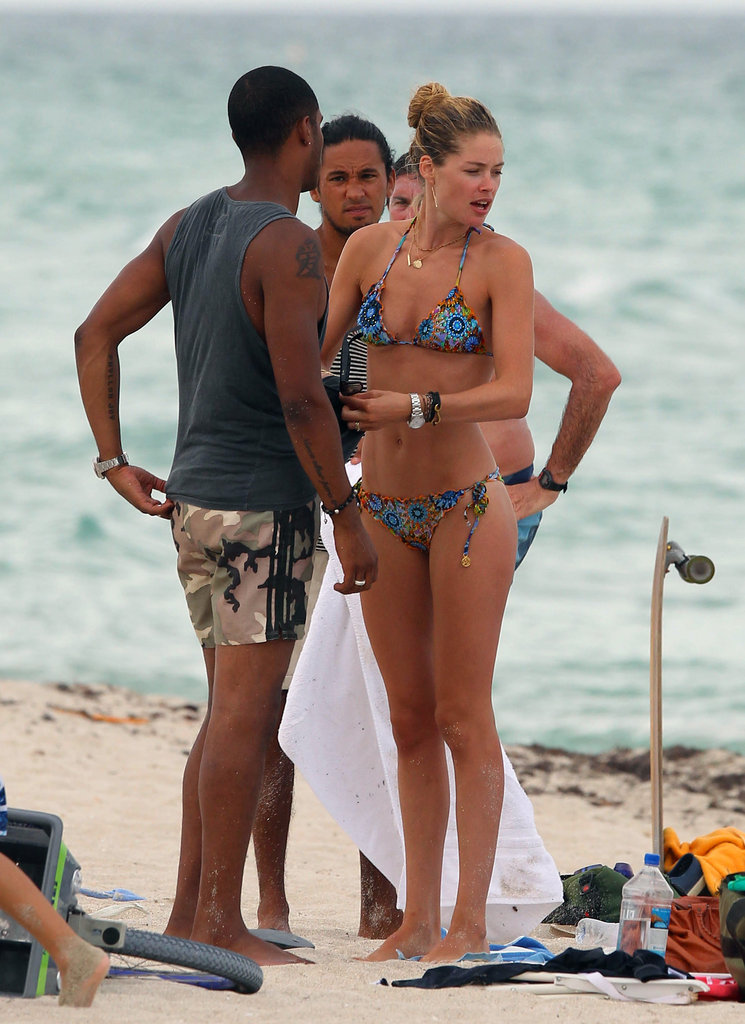 Doutzen Kroes spent time with her husband Sunnery James and friends at the beach.