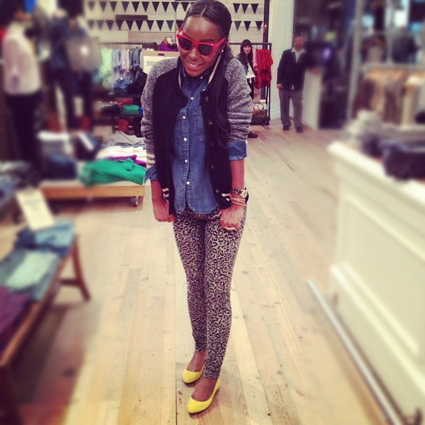 This slick style setter stopped by the NYC Fifth Avenue Madewell store to get her printed fix.