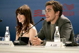 Anne Hathaway and Jake Gyllenhaal chatted up Brokeback Mountain in 2005.