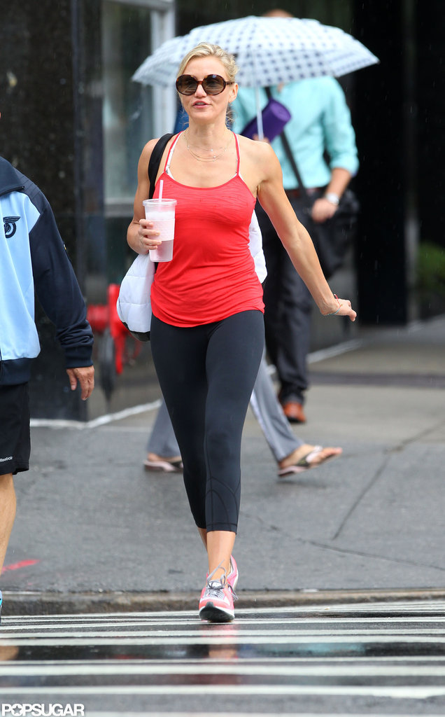 Cameron Diaz carried a gym bag.