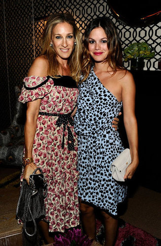 During Fashion Week in September 2010, Sarah Jessica Parker and Rachel Bilson posed together in printed dresses.