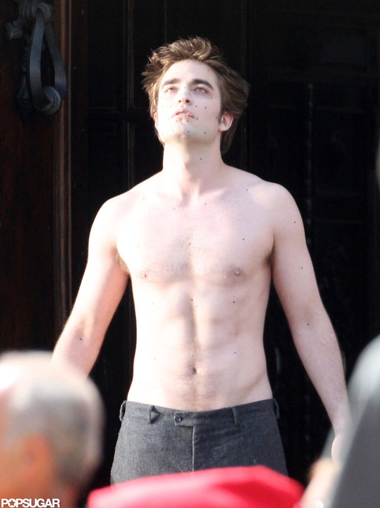 Robert Pattinson filmed a shirtless scene for New Moon in Italy in May 2009.