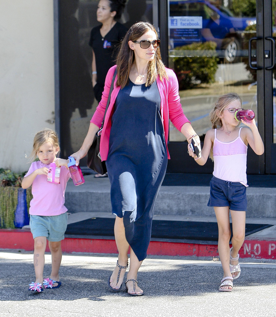 Jennifer Garner held hands with Seraphina and Violet Affleck.