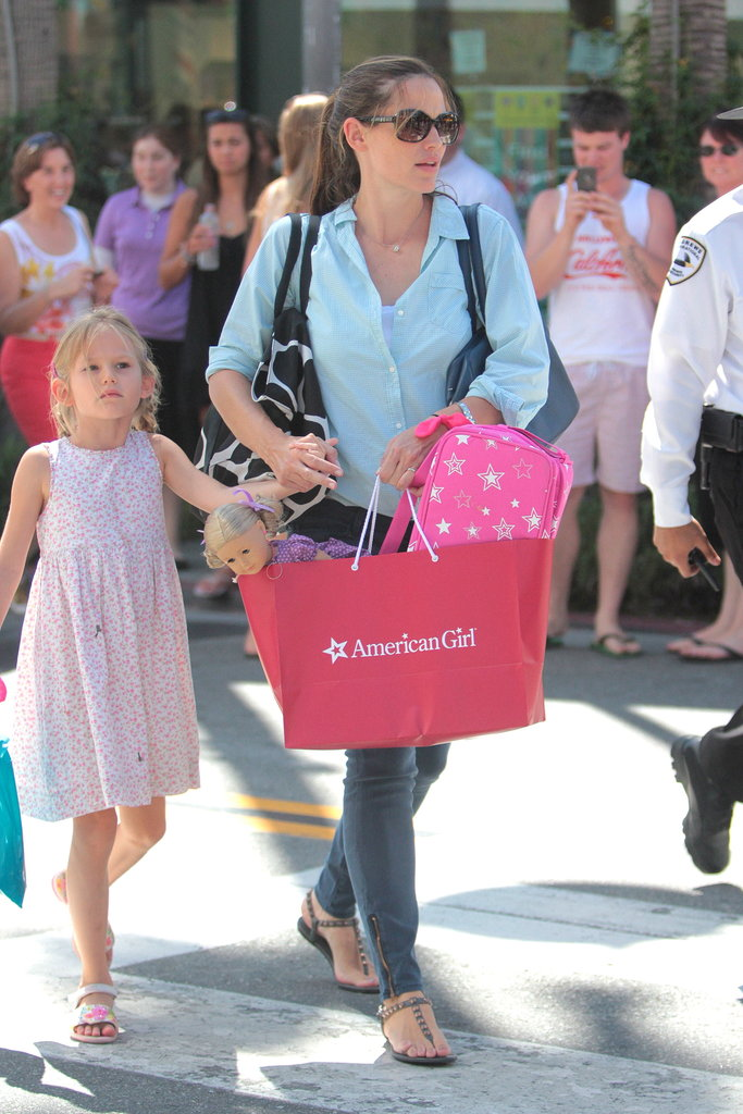 Jennifer Garner held Violet Affleck's hand while they shopped in LA.