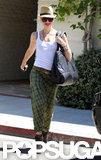 Gwen Stefani carried a large bag over her shoulder.