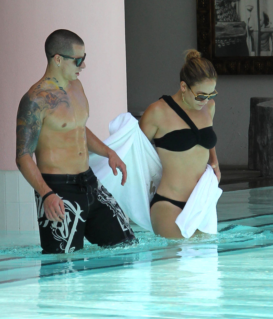 Jennifer Lopez shed her towel to reveal a one-shoulder black bikini for a swim with Casper.