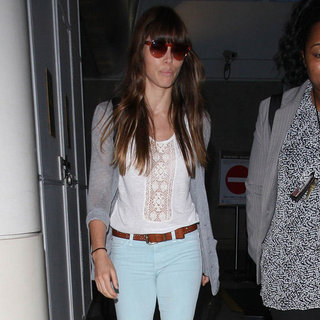 Jessica Biel Wearing Light Blue Jeans