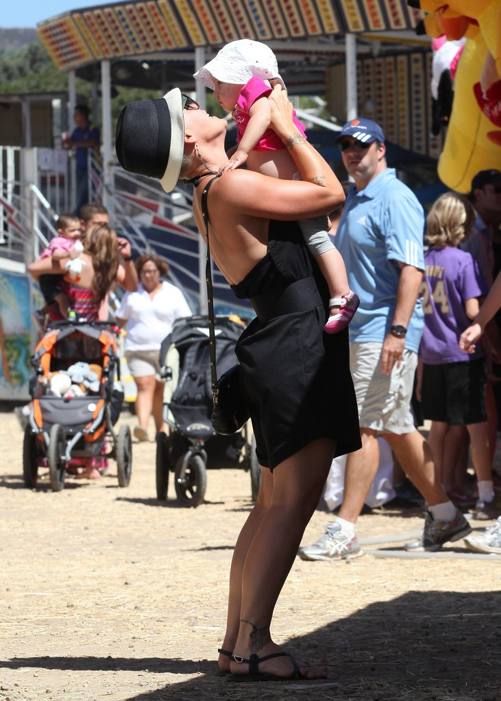 Pink gave daughter Willow a kiss at the fair in LA on Sunday.