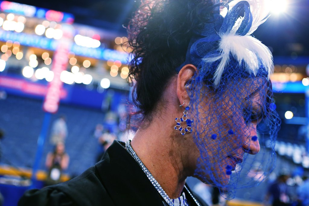 It was a blue veil for this festive attendee.