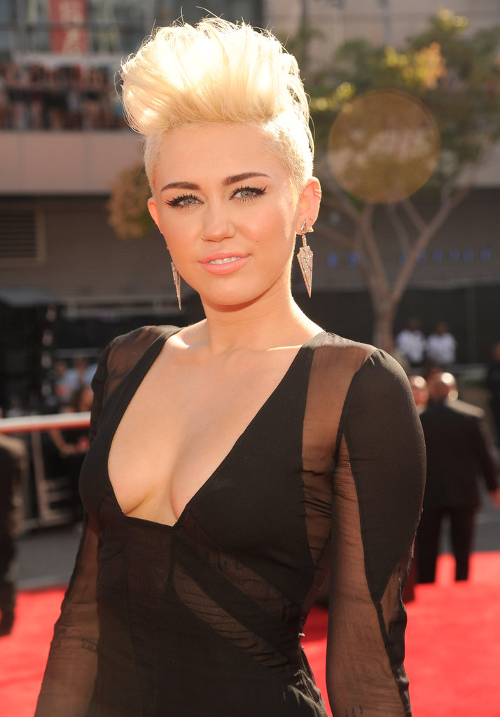 Miley Cyrus sported dangling earrings.