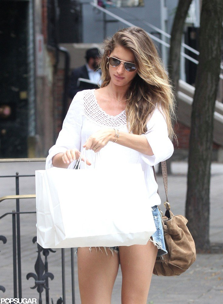 Gisele Bundchen kept her baby bump covered with bags.