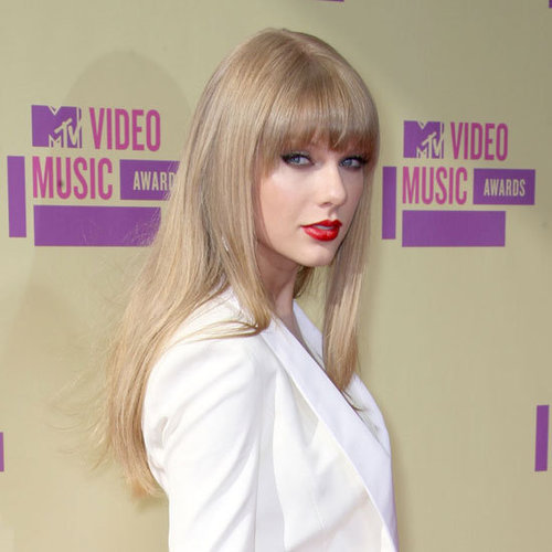 Taylor Swift's Long Hair and Red Lips at the 2012 MTV VMAS
