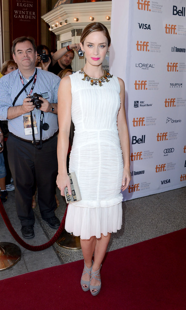 Emily Blunt took the Green Carpet Challenge for the Arthur Newman premiere. Instead of red Roland Mouret, she stepped out in a white eco-friendly Tory Burch flared-hem dress with gray strappy JustFab heels.