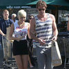 Miley Cyrus and Liam Hemsworth Shop in LA | Pictures
