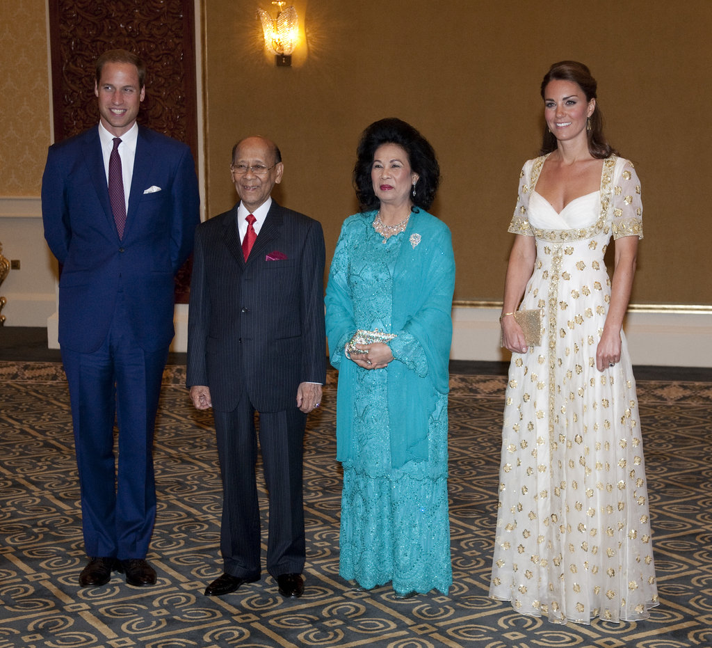 Kate Middleton and Prince William posed with Sultan Abdul Halim and his wife.
