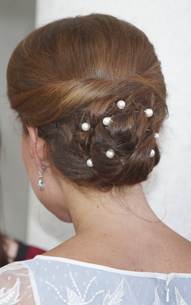 Kate wore pearl hair pins in her bun.
