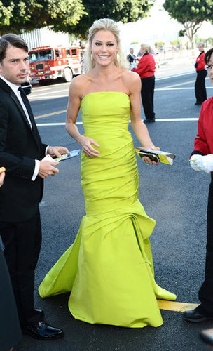 Julie Bowen arrived at the Emmy Awards in a fitted Monique Lhuillier gown.