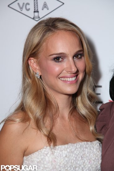 Natalie Portman debuted blond hair.