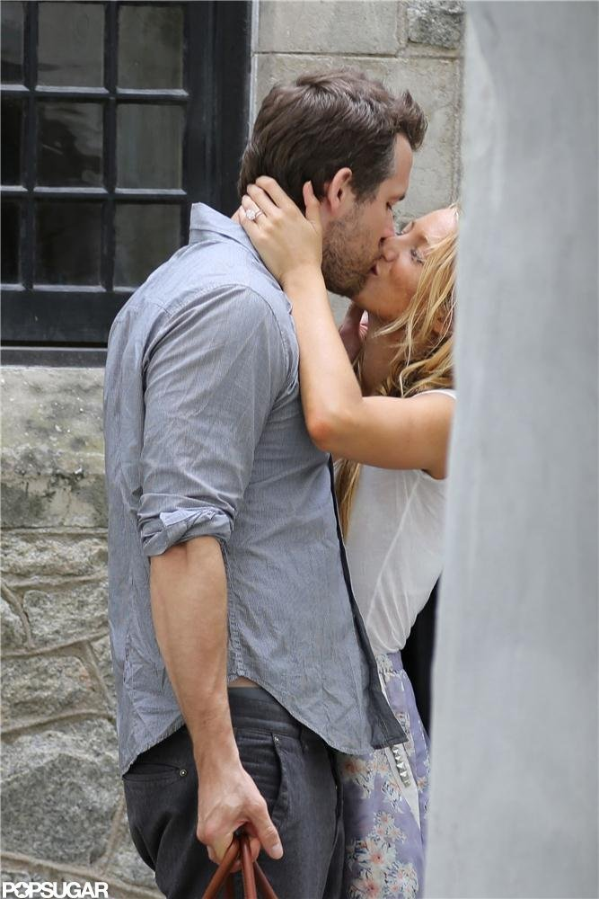 Newlyweds Blake Lively and Ryan Reynolds kissed in Charleston.  Source: Alex Gutierrez