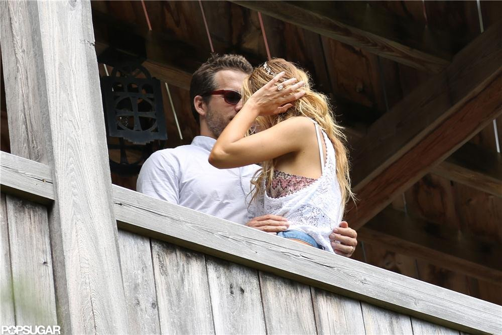 Ryan Reynolds and Blake Lively showed PDA after their wedding.  Source: Alex Gutierrez