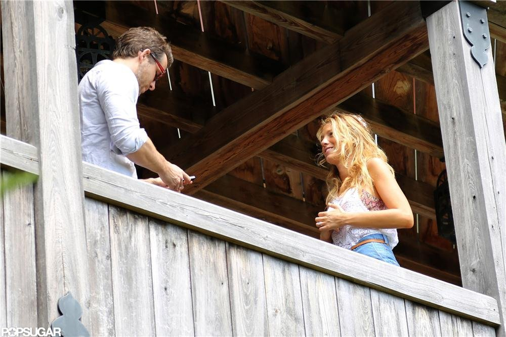 Blake Lively and Ryan Reynolds smiled as newlyweds.  Source: Alex Gutierrez