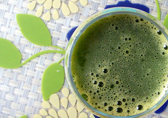 Green Juice With Apple and Carrot