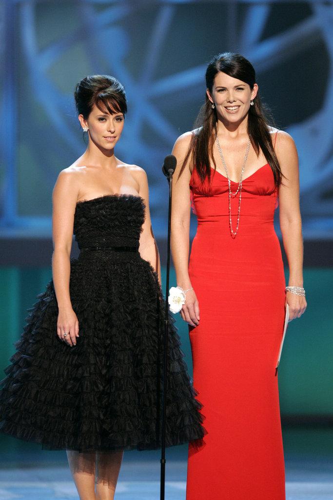 Jennifer Love Hewitt and Lauren Graham presented together in 2005.