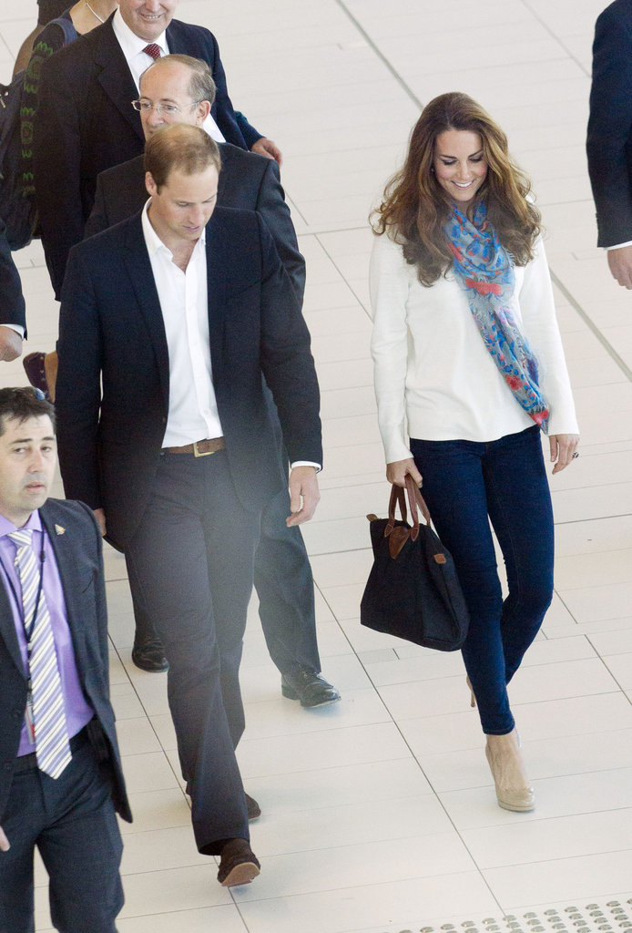 The Duchess carried a Longchamp Le Pliage bag.