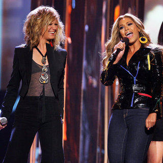 "Sugarland Sings Beyoncé's ""Irreplaceable"""