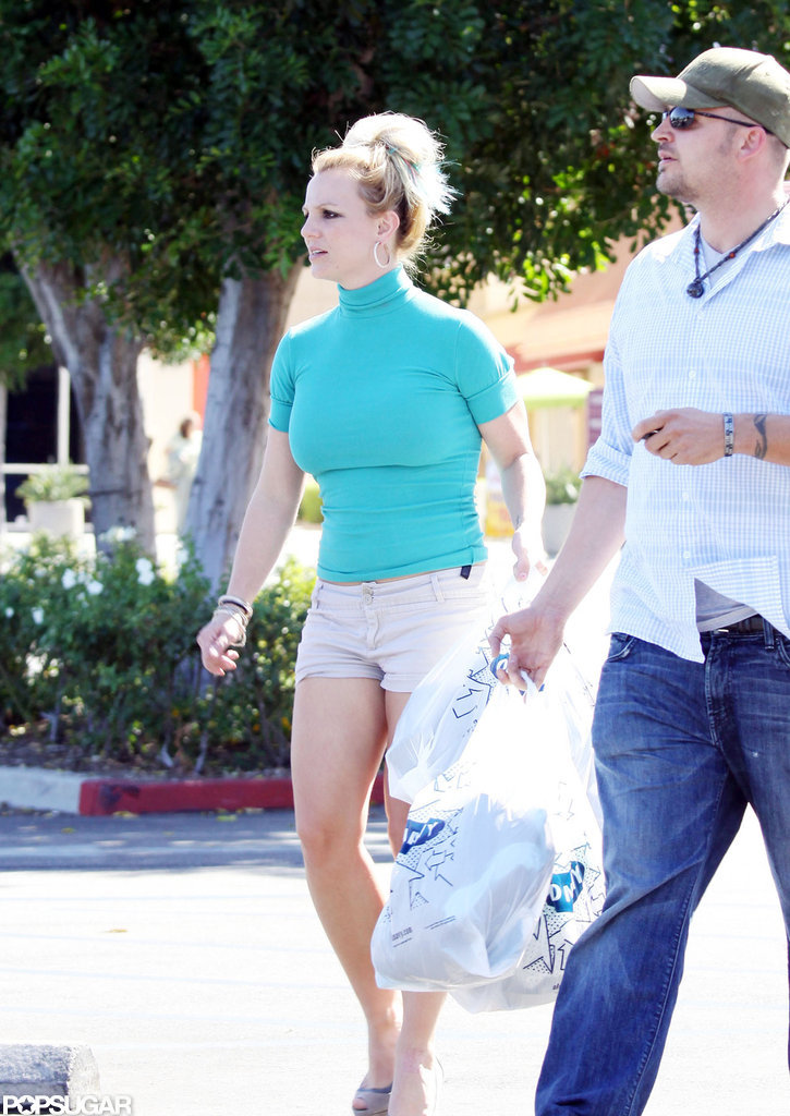 Britney Spears made her way back to the car with her purchases in hand.