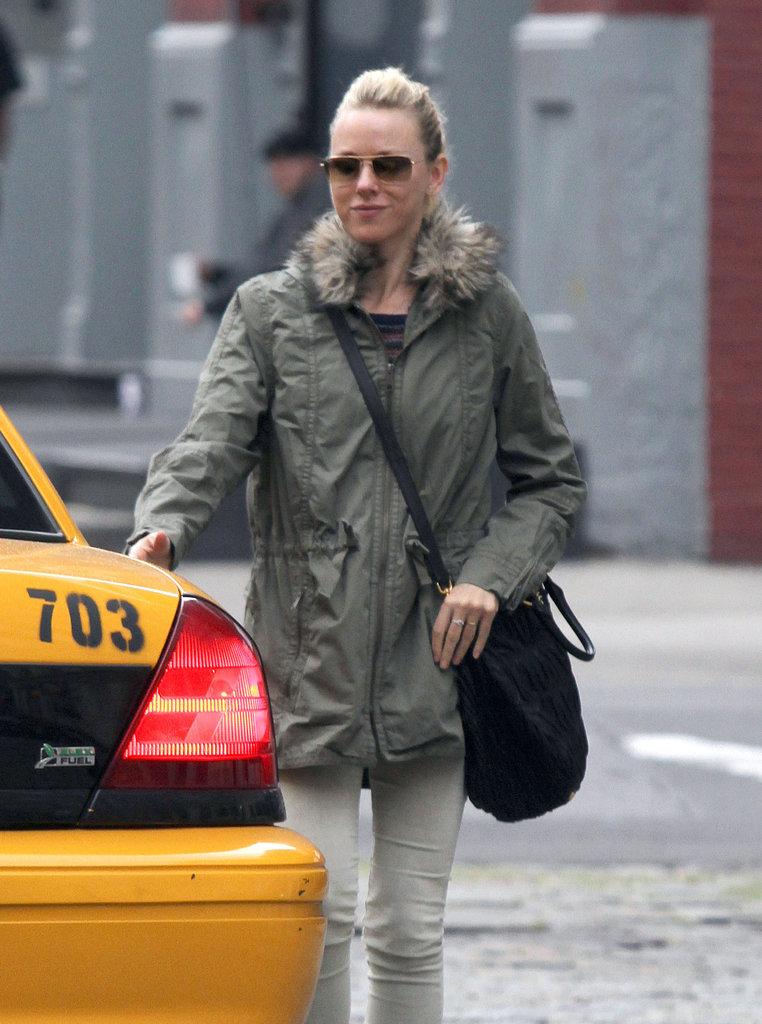 Naomi Watts grabbed a taxi in NYC.
