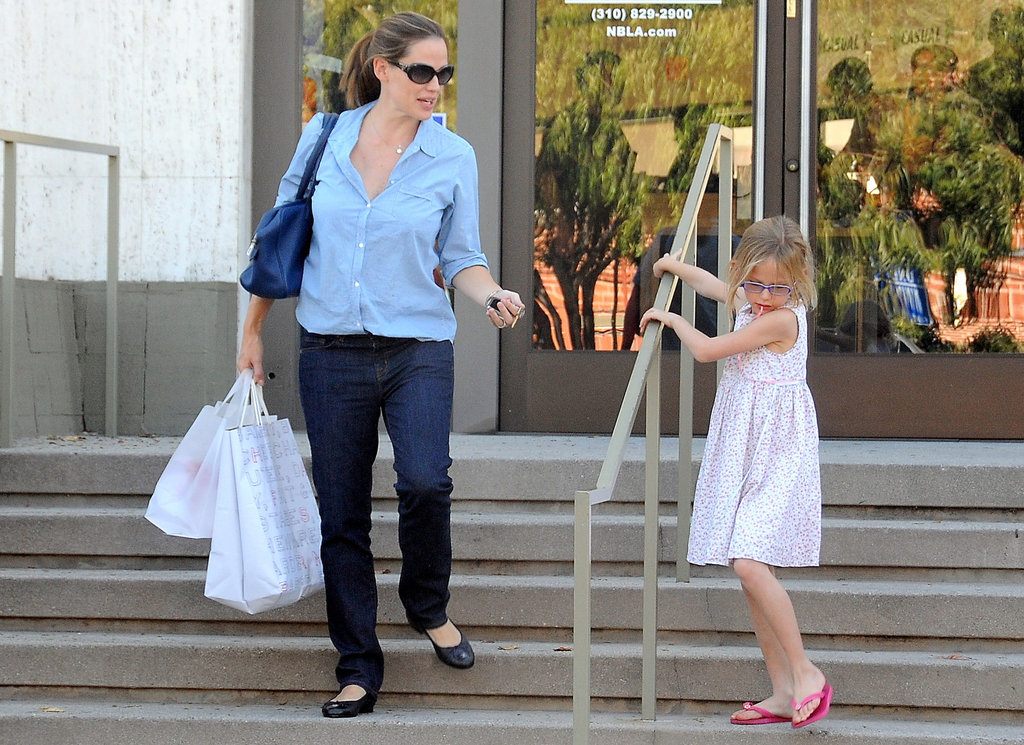 Jennifer Garner Hangs Near Home With Samuel and Violet While Ben Works