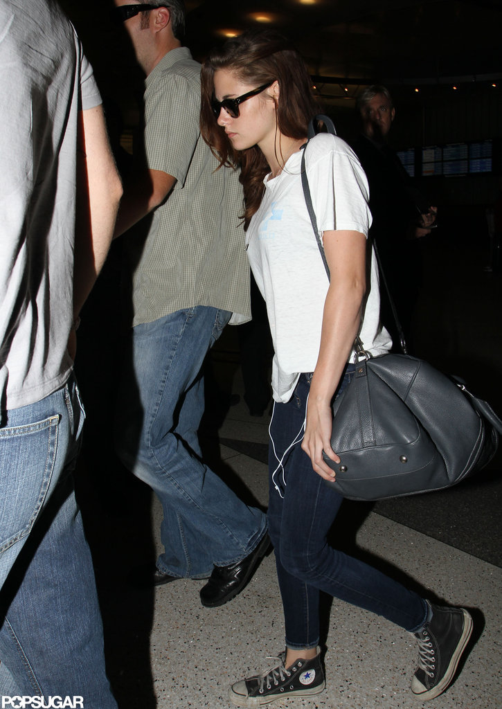 Kristen Stewart carried her bag out of LAX.