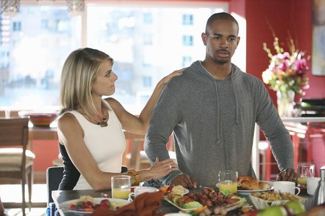 Eliza Coupe and Damon Wayans Jr. on Happy Endings.