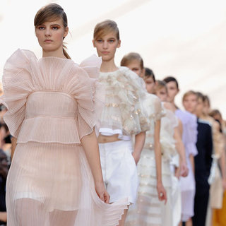 Pictures and Review of Chloe Spring Summer Paris Fashion Week Runway Show
