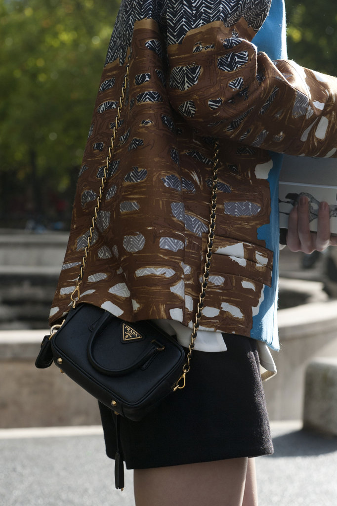 A Prada chain clutch was a luxe but understated option.