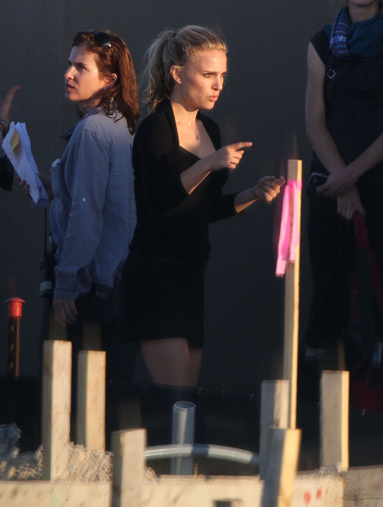 Natalie Portman's blond hair was on display on set in Texas.