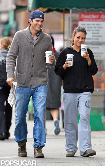 http://media3.onsugar.com/files/2012/10/41/1/192/1922398/abeca3c60da91644_85218PCN_Kunis13.preview_wm/i/Mila-Kunis-Ashton-Kutcher-Getting-Coffee-NYC.jpg