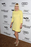 Anna Faris wore a yellow dress.