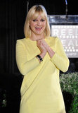 Anna Faris applauded in her yellow dress.