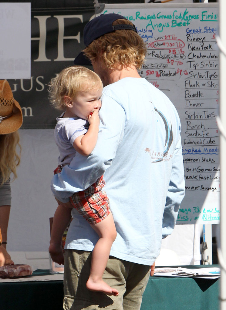 Owen Wilson carried his son around a farmers market.