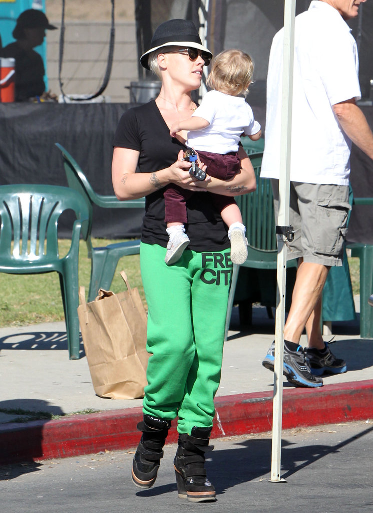 Pink and Willow Hart visited the farmers market in Malibu together.