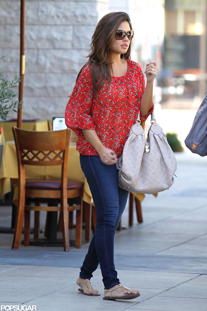Vanessa Minnillo went out with friends.
