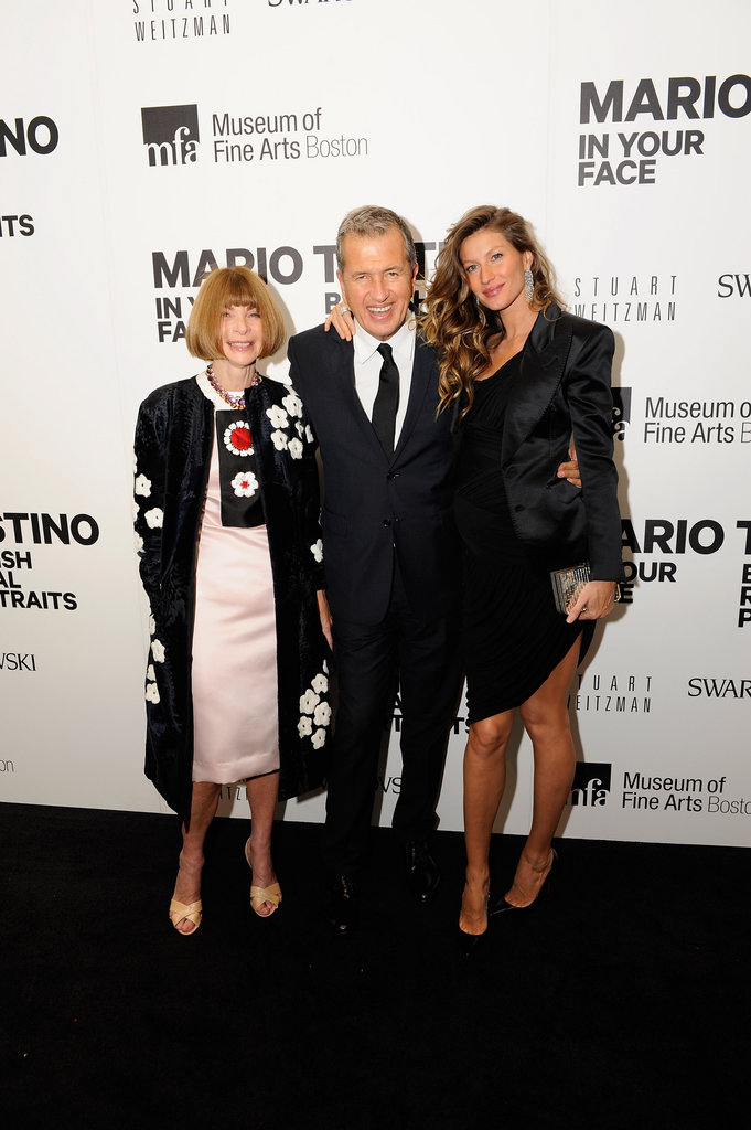 Anna Wintour, Mario Testino, and Gisele Bündchen posed together on the black carpet.