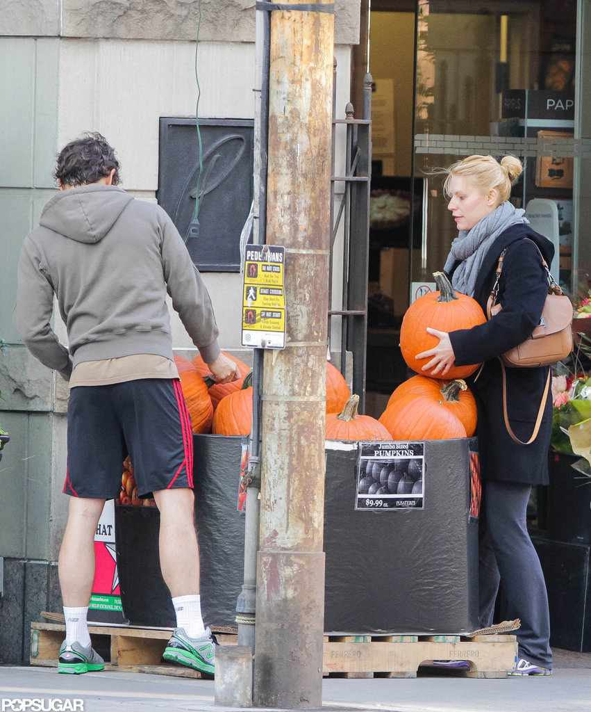 Pregnant Claire Danes went shopping for pumpkins in Toronto with Hugh Dancy.